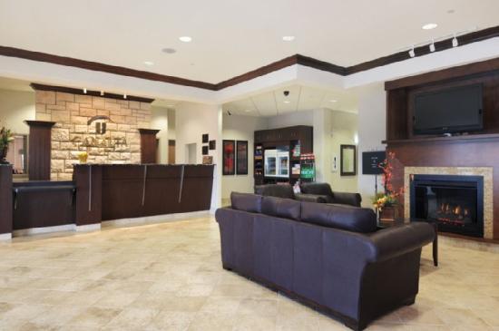 Canalta Hotel Weyburn: Lobby