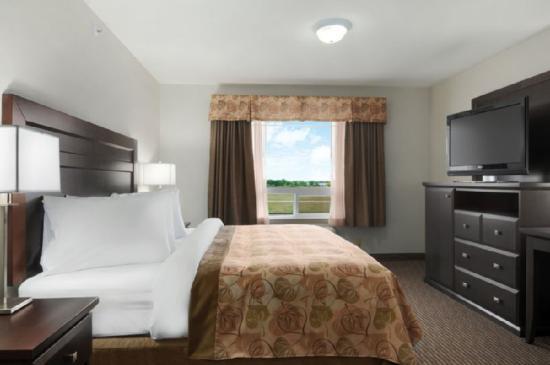 Canalta Hotel Weyburn: Guest Room