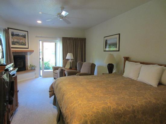 El Pueblo Inn: room view