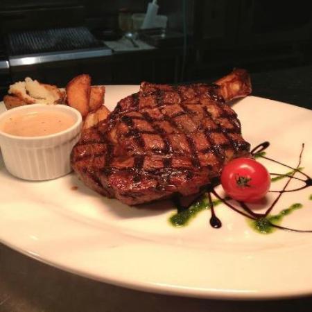 Brazz Steakhouse & Bar: Ribeye on the Bone