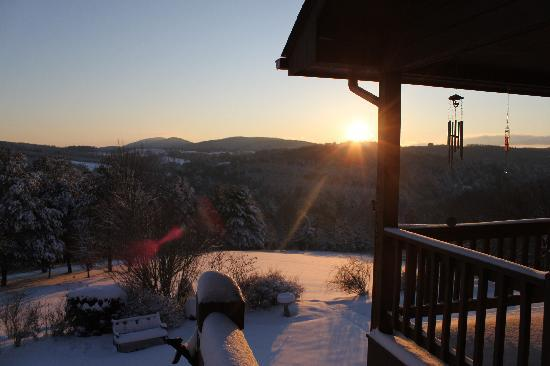 Mountain Song Inn: Winter, it's fun to be here!
