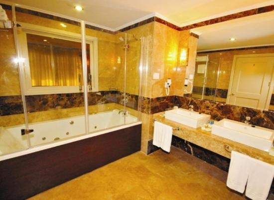 Dream Hill Business Deluxe Hotel: Suite Room