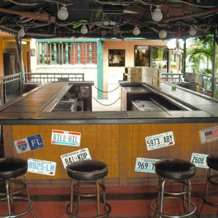 Ft. Lauderdale Beach Resort Hotel & Suites: Tiki Bar