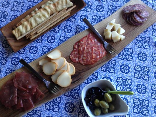Casa di Maio: Welcome cheeses and meats