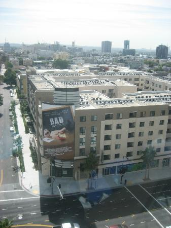 Hollywood Renaissance Suites: View of Hollywood from Room