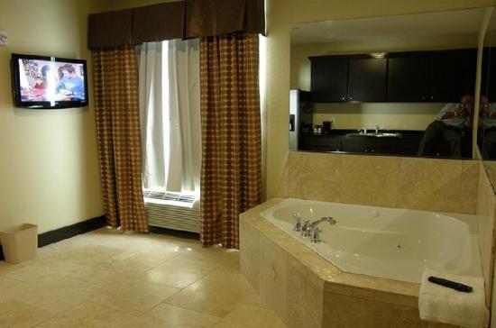 Rodeway Inn & Suites: Jacuzzi