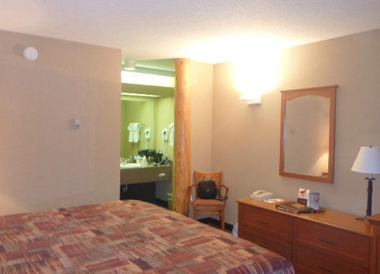 Marmot Lodge: room