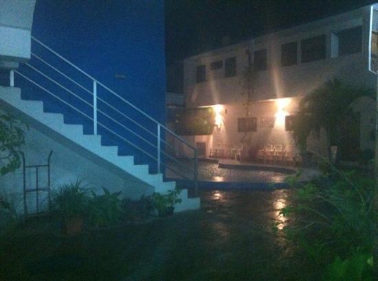 Las Hamacas: lloviendo