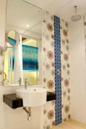 Patong Terrace Boutique Hotel: bathroom
