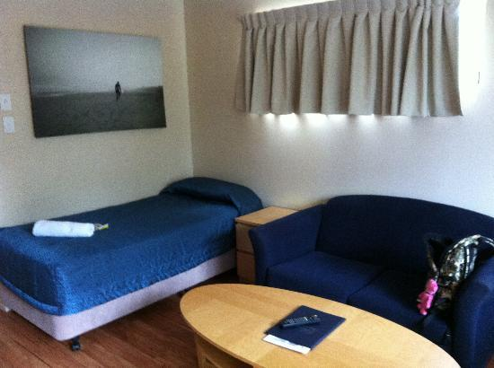 Noosa Sun Motel Holiday Apartments Additional Single Bed In The Living Room