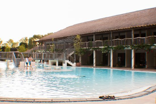Bluewater Panglao Beach Resort: Pool During the Day