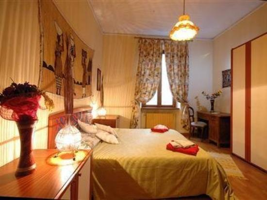 Vatican City B&B and Apartment : Guest Room -OpenTravel Alliance - Guest Room-