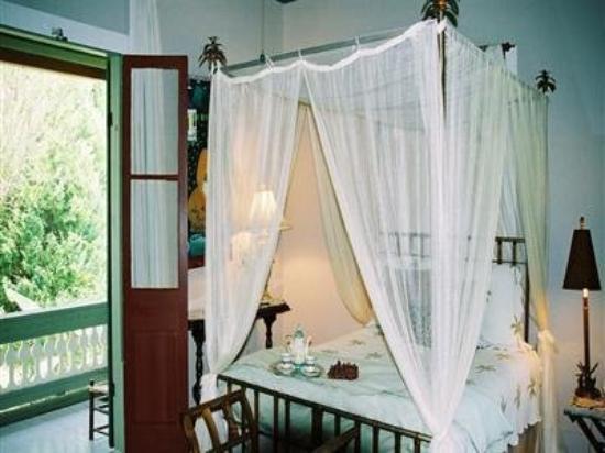 Maison des Amis : guest room