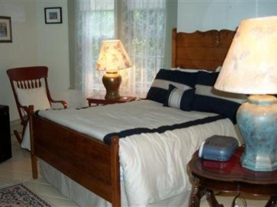 One Centre Street Inn: Guest Room
