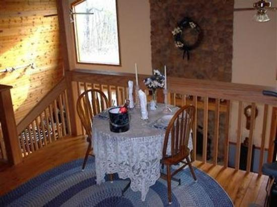 Deer Creek Bed and Breakfast: Interior