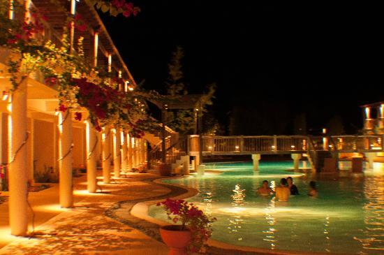 Bluewater Panglao Beach Resort: Pool