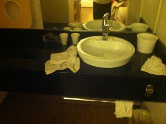Motel 6 Flagstaff West-Woodland Village: dirty towels
