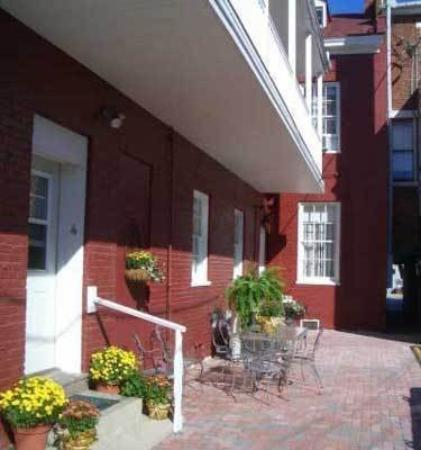Carlisle House Bed & Breakfast: Exterior -OpenTravel Alliance - Exterior View-