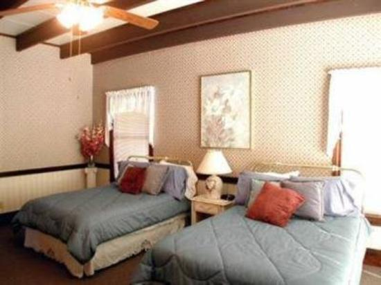 Reality Ranch Quarter Horses: Guest Room -OpenTravel Alliance - Guest Room-