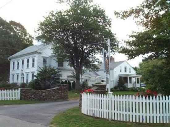 Captain Stannard House Bed and Breakfast Country Inn: Exterior