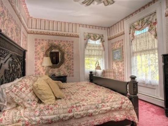 أليجانس بد آند بركفاست: Guest Room