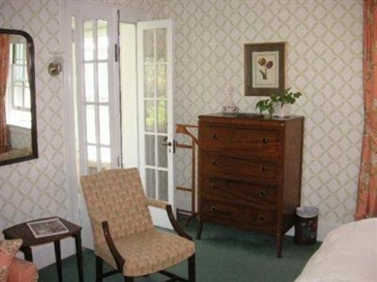 Knollwood House: Guest Room (OpenTravel Alliance - Guest room)