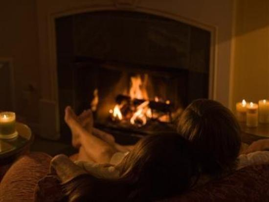 Cottage Grove Inn : Snuggle up by a crackling fire.