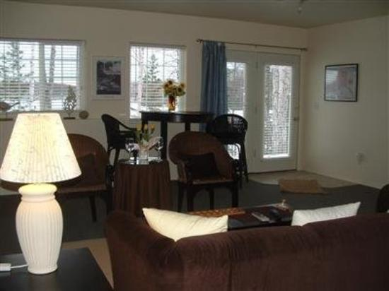 Alaska's Echo Lake Bed & Breakfast : Interior -OpenTravel Alliance - Lobby View-