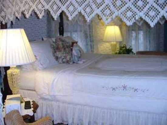 Brigadoon of Mystic: Bedroom