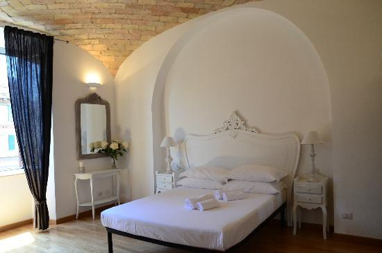 La Finestra sul Colosseo B&B : Great room, confortable bed!