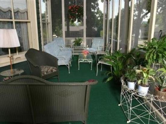 Oakenwald Terrace : Guest Room -OpenTravel Alliance - Guest Room-