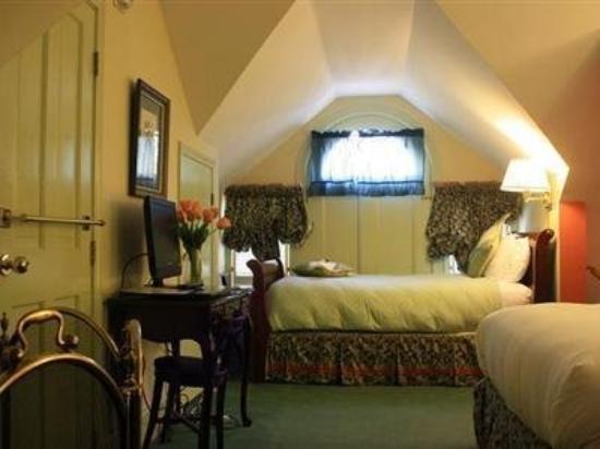 A Cambridge House B & B Inn : Victorian Carriage House Room