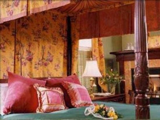A Cambridge House B & B Inn : Victorian Room