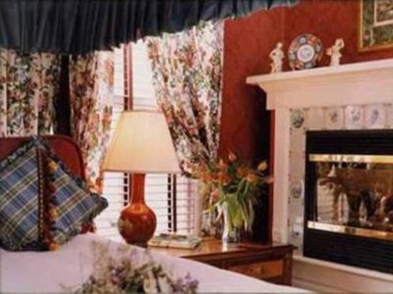 A Cambridge House B & B Inn: Victorian Room