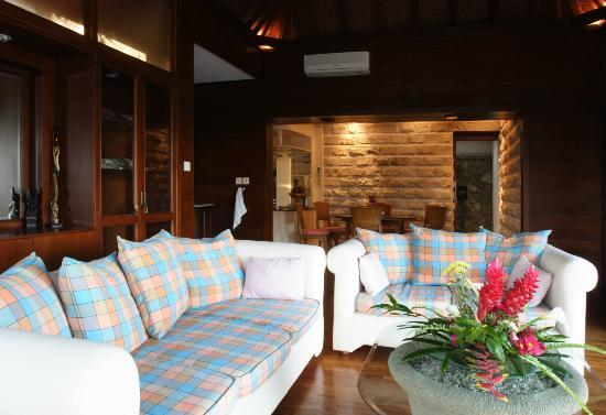 Peruna Saba Villas: Sofa in Living Room
