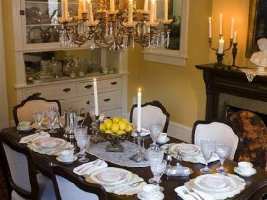 Silver Queen Bed & Breakfast: Dining Room