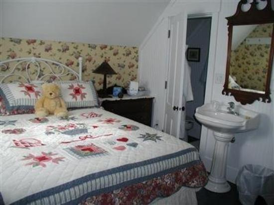 Lowell, VT: Guest Room -OpenTravel Alliance - Guest Room-