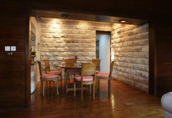 Peruna Saba Villas: Dining Table