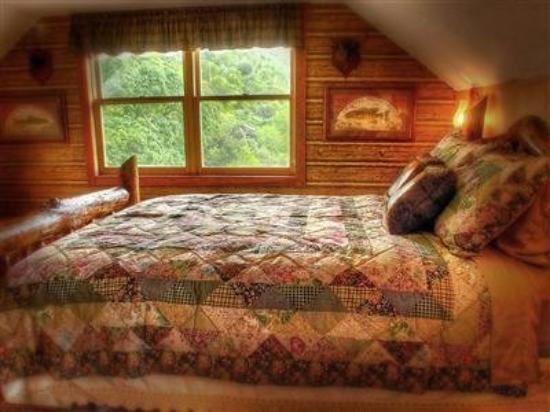 The Log House Lodge: Guest Room -OpenTravel Alliance - Guest Room-