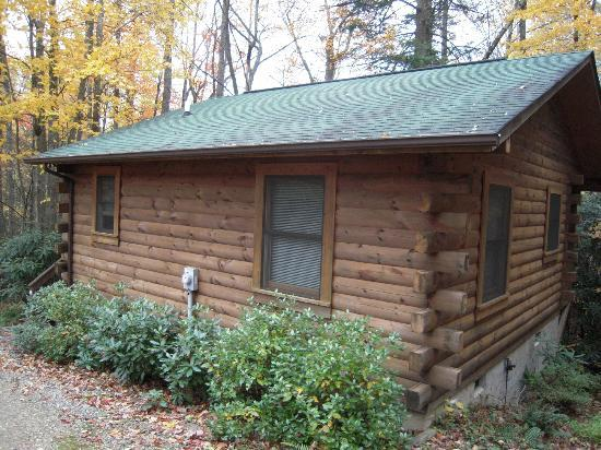 Misty Creek Log Cabins: One of the cabins