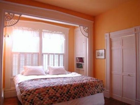 Delano Homestead Bed and Breakfast: Sara Delano Room