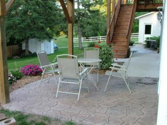 Hillcrest Hide-Away Bed and Breakfast: Hope Room Patio