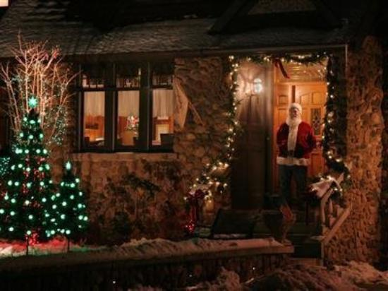 Victorian Tudor Inn: Exterior