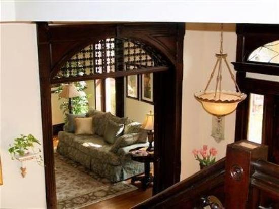 Lyndon House Bed & Breakfast: Interior -OpenTravel Alliance - Lobby View-