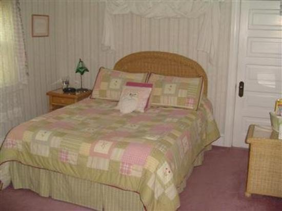 Tea Kettle Inn Bed & Breakfast : Guest Room