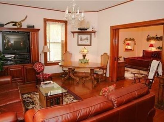 Brick Inn Bed and Breakfast: Suite-Two rooms