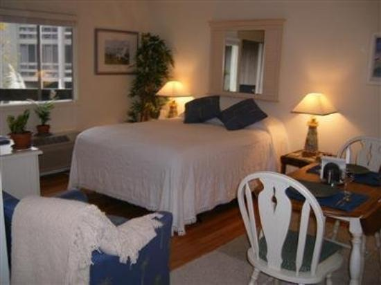 Broad Creek Guest Quarters Resort: Guest Room -OpenTravel Alliance - Guest Room-