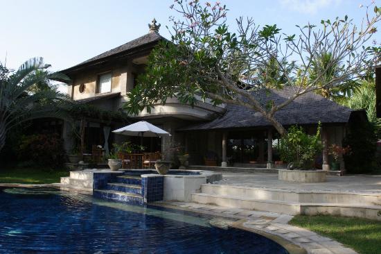 Peruna Saba Villas : Outdoor Villa View with outdoor Jacuzzi