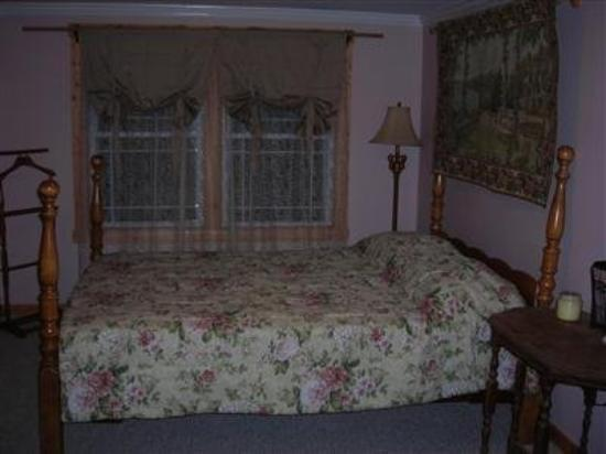 Blue Ridge B and B: Guest Room