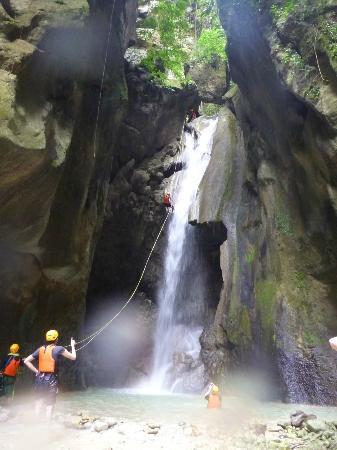 Tipolo Beach Resort: Canyoning